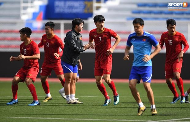 Tuyển thủ U22 Việt Nam khiến trợ lý của thầy Park nổi nóng trên sân - Ảnh 4.