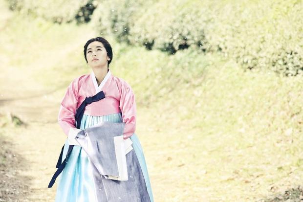 Lên núi tu ba năm, mợ chảnh Jeon Ji Hyun rục rịch tái xuất với bom tấn cổ trang của Netflix? - Ảnh 4.