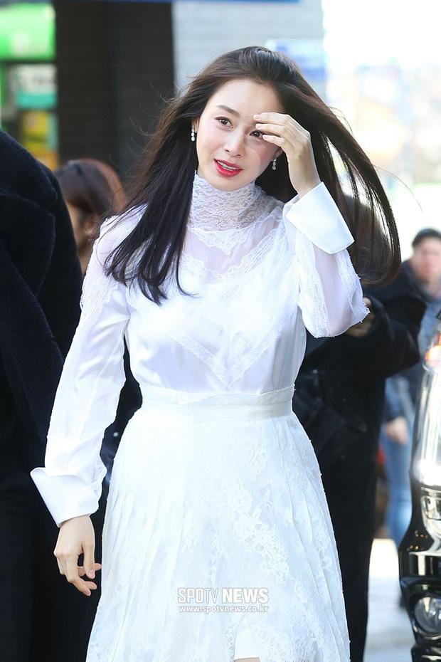 Kim Tae Hee lần đầu chính thức lộ diện sau khi lâm bồn: Lộ khuyết điểm nhưng vẫn được tung hô mẹ 2 con đẹp nhất châu Á - Ảnh 1.