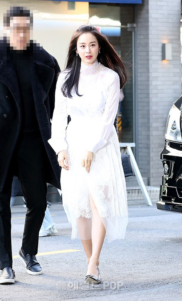 Kim Tae Hee lần đầu chính thức lộ diện sau khi lâm bồn: Lộ khuyết điểm nhưng vẫn được tung hô mẹ 2 con đẹp nhất châu Á - Ảnh 2.