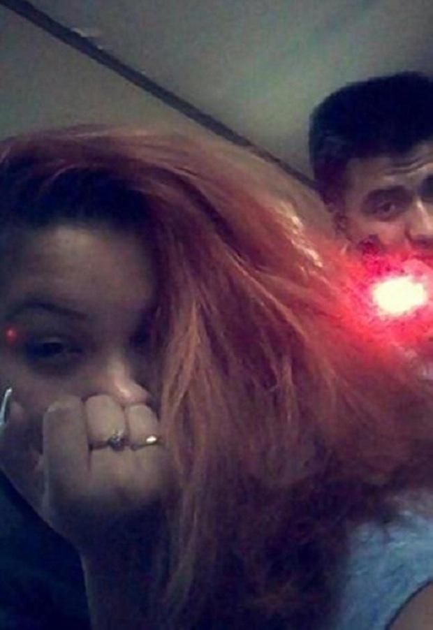 Đăng ảnh selfie đùa nghịch với bạn trai lên mạng xã hội, bà mẹ 2 con không ngờ tử thần ngay ở đằng sau mà không hề hay biết - Ảnh 2.