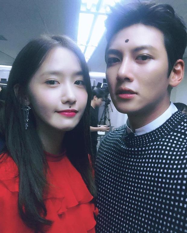 Rộ tin Yoona nắm tay Ji Chang Wook ở hậu trường AAA 2019, fan cùng mở lại The K2 xem cho thỏa nỗi nhớ - Ảnh 21.