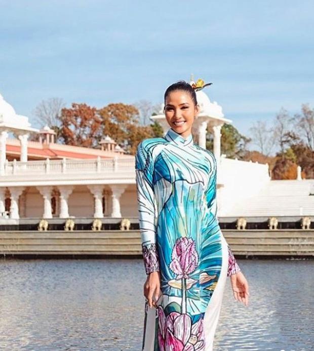 Hoàng Thùy đeo sash Việt Nam, rạng rỡ đọ sắc cùng dàn đối thủ cực mạnh trong ngày đầu nhập cuộc Miss Universe - Ảnh 5.
