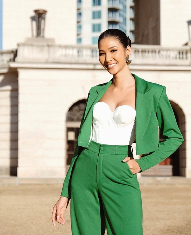 Hoàng Thùy đeo sash Việt Nam, rạng rỡ đọ sắc cùng dàn đối thủ cực mạnh trong ngày đầu nhập cuộc Miss Universe - Ảnh 6.