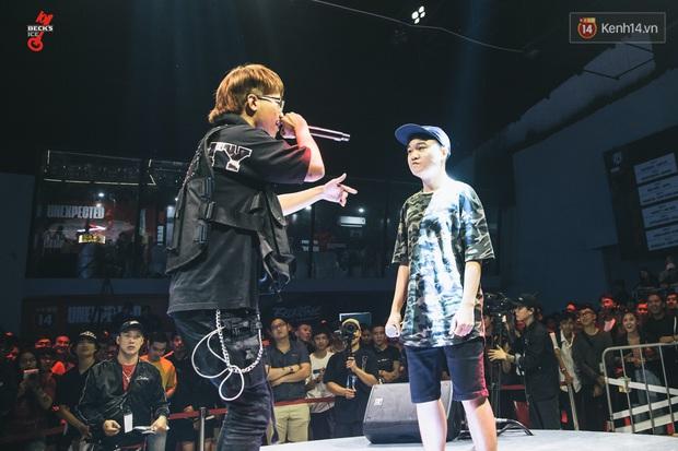 Binz, Đen Vâu, Đông Nhi, Ông Cao Thắng đồng loạt trở thành nguồn cảm hứng cho những câu punchline chất lừ tại Beck'Stage Battle Rap - Ảnh 1.