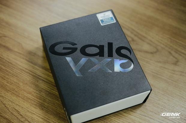 Mở hộp Galaxy Fold chính hãng: Giá 50 triệu đồng vẫn cháy hàng chỉ sau 6 giờ mở bán - Ảnh 1.