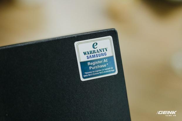 Mở hộp Galaxy Fold chính hãng: Giá 50 triệu đồng vẫn cháy hàng chỉ sau 6 giờ mở bán - Ảnh 2.