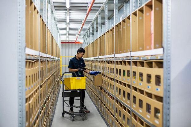 Đột nhập kho hàng khổng lồ của Amazon ngày Black Friday xem có gì hay ho? - Ảnh 11.