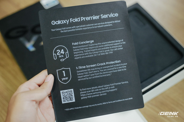 Mở hộp Galaxy Fold chính hãng: Giá 50 triệu đồng vẫn cháy hàng chỉ sau 6 giờ mở bán - Ảnh 6.