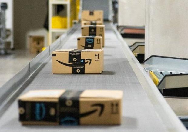 Đột nhập kho hàng khổng lồ của Amazon ngày Black Friday xem có gì hay ho? - Ảnh 17.