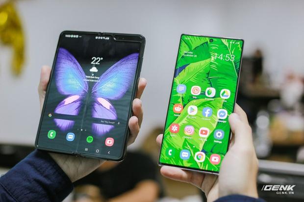 Mở hộp Galaxy Fold chính hãng: Giá 50 triệu đồng vẫn cháy hàng chỉ sau 6 giờ mở bán - Ảnh 12.