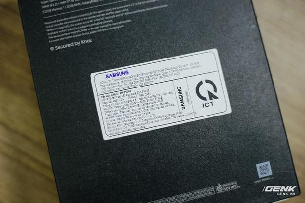 Mở hộp Galaxy Fold chính hãng: Giá 50 triệu đồng vẫn cháy hàng chỉ sau 6 giờ mở bán - Ảnh 3.