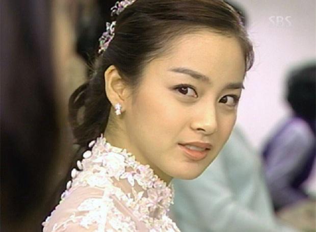 4 vai diễn để đời của Kim Tae Hee: Từ cô em ghẻ tai quái đến công chúa ngủ trong rừng bản Hàn - Ảnh 1.