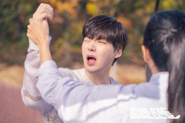 Love with Flaws của Ahn Jae Hyun rating khởi đầu lẹt đẹt, netizen Hàn thẳng thừng: Thật sự là thảm họa! - Ảnh 2.