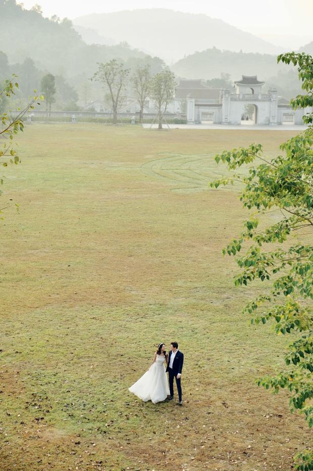 Trọn bộ ảnh cưới của Hoàng Oanh và chồng Tây: Siêu ngọt ngào, đẹp như thước phim điện ảnh  - Ảnh 4.