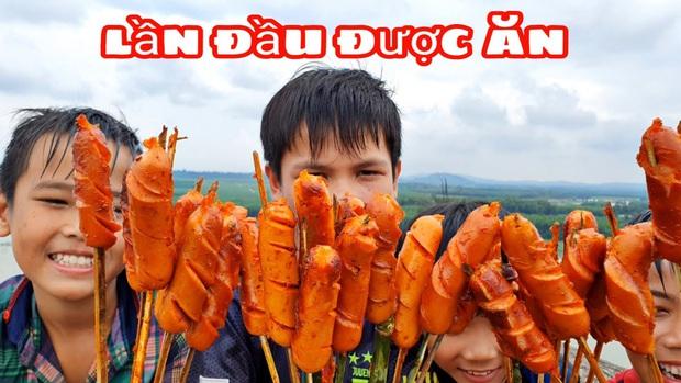 Youtuber nghị lực nhất Việt Nam: ở nhà tre nứa, làm phụ hồ nhưng vẫn gây dựng được channel ẩm thực hơn 760k subscribers - Ảnh 11.