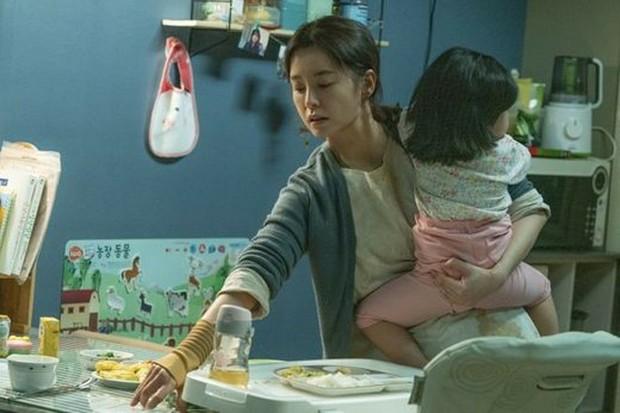 Kim Ji Young 1982 của nam thần Gong Yoo phơi trần xúc động nạn trọng nam khinh nữ xứ Hàn - Ảnh 1.