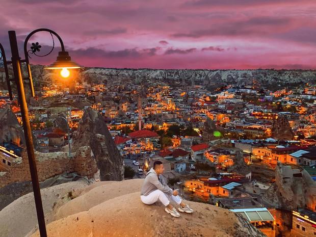Vũ Khắc Tiệp chơi lớn khi thuê phòng khách sạn 40 triệu/ đêm ở Thổ Nhĩ Kỳ, bất chấp leo lên địa điểm cấm để sống ảo - Ảnh 6.