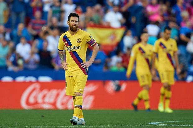 Messi mở tỷ số từ chấm phạt đền, Barcelona vẫn bất ngờ sụp đổ trong 8 phút và đại bại trước đối thủ ít ai ngờ tới - Ảnh 5.