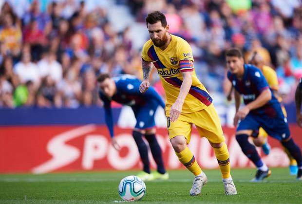 Messi mở tỷ số từ chấm phạt đền, Barcelona vẫn bất ngờ sụp đổ trong 8 phút và đại bại trước đối thủ ít ai ngờ tới - Ảnh 2.