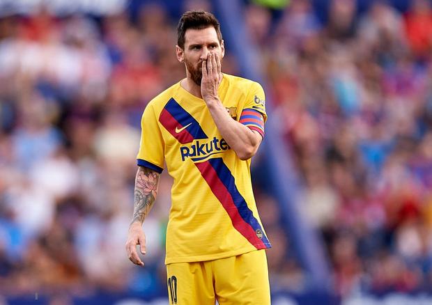 Messi mở tỷ số từ chấm phạt đền, Barcelona vẫn bất ngờ sụp đổ trong 8 phút và đại bại trước đối thủ ít ai ngờ tới - Ảnh 1.