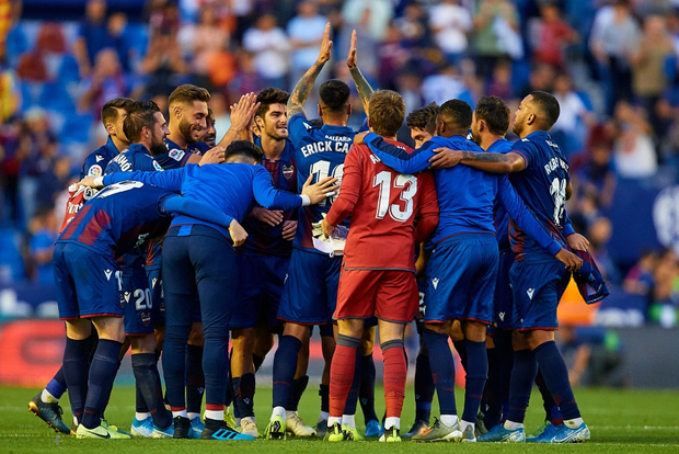 Messi mở tỷ số từ chấm phạt đền, Barcelona vẫn bất ngờ sụp đổ trong 8 phút và đại bại trước đối thủ ít ai ngờ tới - Ảnh 7.