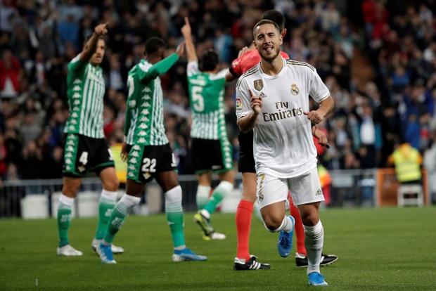 Bom tấn ăn mừng hụt bàn thắng, Real Madrid lỡ cơ hội vàng đánh chiếm ngôi đầu La Liga của kình địch Barcelona - Ảnh 2.
