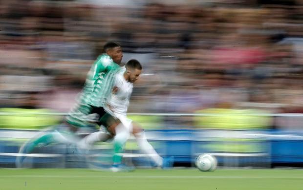 Bom tấn ăn mừng hụt bàn thắng, Real Madrid lỡ cơ hội vàng đánh chiếm ngôi đầu La Liga của kình địch Barcelona - Ảnh 4.