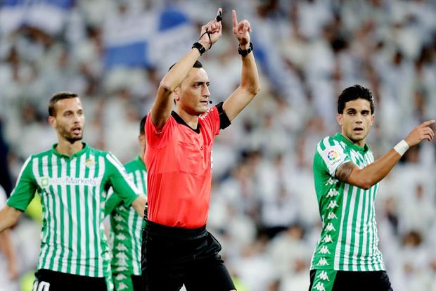 Bom tấn ăn mừng hụt bàn thắng, Real Madrid lỡ cơ hội vàng đánh chiếm ngôi đầu La Liga của kình địch Barcelona - Ảnh 3.