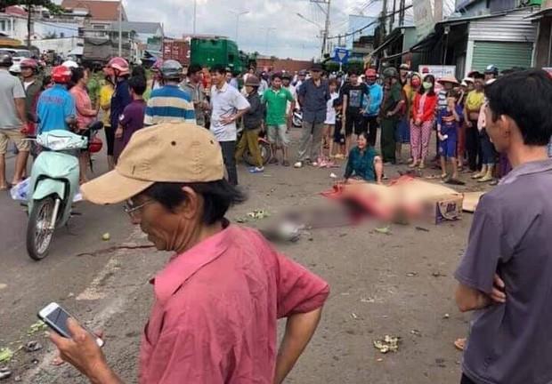 Khoảnh khắc thùng container văng xuống đường làm 2 vợ chồng thương vong: Một phụ nữ thoát chết trong gang tấc - Ảnh 1.