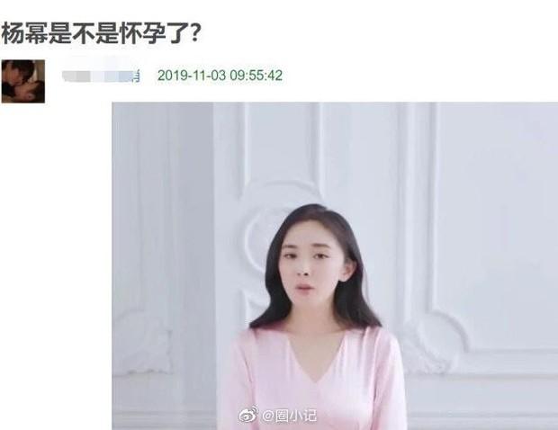 Bất ngờ lên cân và liên tục lấy tay che bụng, Dương Mịch bị nghi đang mang thai lần 2 - Ảnh 1.