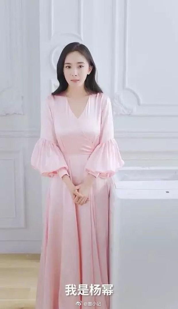 Bất ngờ lên cân và liên tục lấy tay che bụng, Dương Mịch bị nghi đang mang thai lần 2 - Ảnh 3.