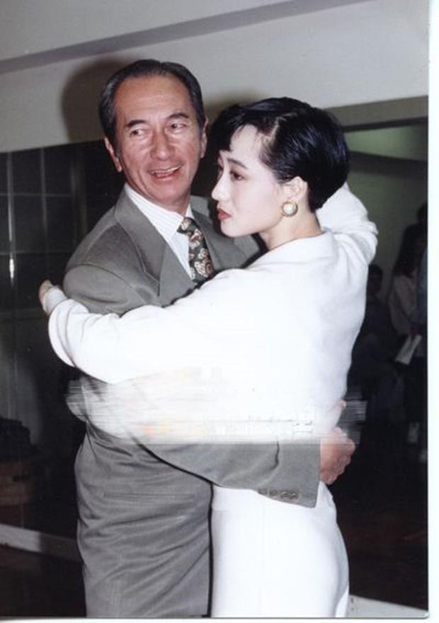 """""""Trùm sòng bạc"""" Hà Hồng Sân có nhiều nhân tình nhưng chỉ có Hoa hậu Châu Á bị các bà vợ """"đuổi cùng giết tận - Ảnh 3."""