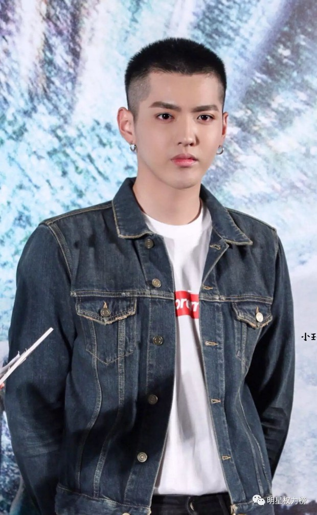 Ngỡ ngàng mỹ nam Cbiz khi cạo đầu: Người gây bão Weibo vì cực soái, kẻ mất mái tóc lãng tử vì... thua cược với fan - Ảnh 2.
