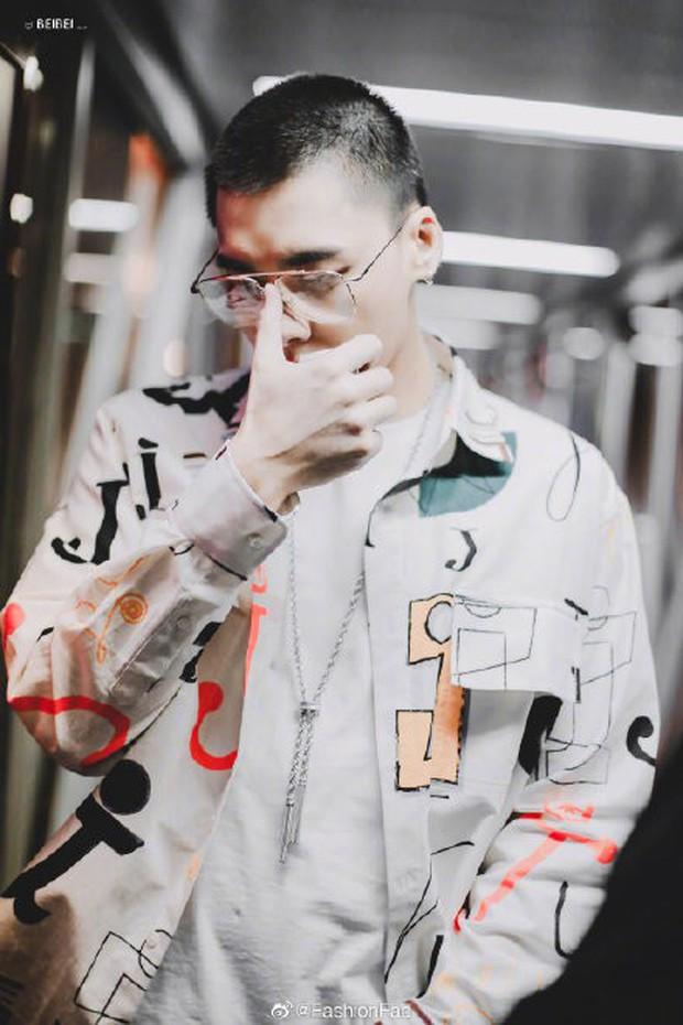 Ngỡ ngàng mỹ nam Cbiz khi cạo đầu: Người gây bão Weibo vì cực soái, kẻ mất mái tóc lãng tử vì... thua cược với fan - Ảnh 3.