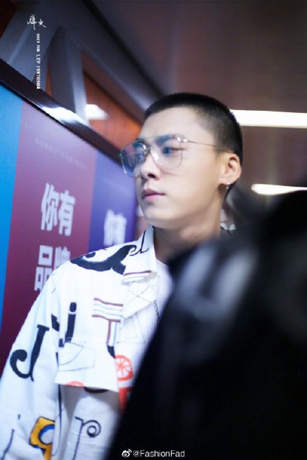 Ngỡ ngàng mỹ nam Cbiz khi cạo đầu: Người gây bão Weibo vì cực soái, kẻ mất mái tóc lãng tử vì... thua cược với fan - Ảnh 4.