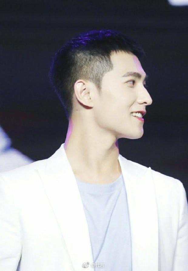 Ngỡ ngàng mỹ nam Cbiz khi cạo đầu: Người gây bão Weibo vì cực soái, kẻ mất mái tóc lãng tử vì... thua cược với fan - Ảnh 6.