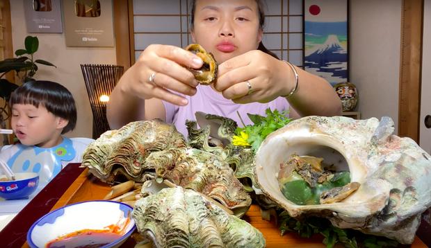 Món sò tai tượng trong vlog Quỳnh Trần JP hoá ra là đặc sản quý, từng khiến 1 nữ diễn viên Hàn đối diện án tù sau khi ăn - Ảnh 8.