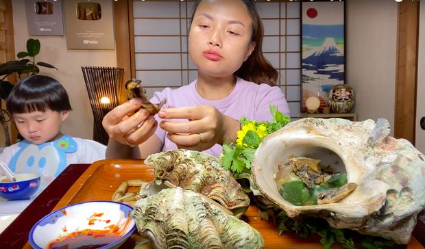 Món sò tai tượng trong vlog Quỳnh Trần JP hoá ra là đặc sản quý, từng khiến 1 nữ diễn viên Hàn đối diện án tù sau khi ăn - Ảnh 13.