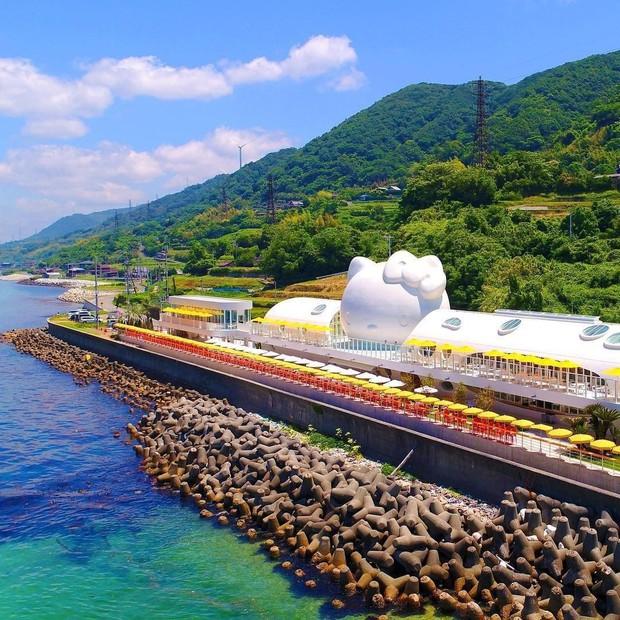 Phát sốt thiên đường Hello Kitty vừa lộ diện ở Nhật Bản, mỗi khi thấy chán đời tìm đến đây là vui lên ngay! - Ảnh 1.