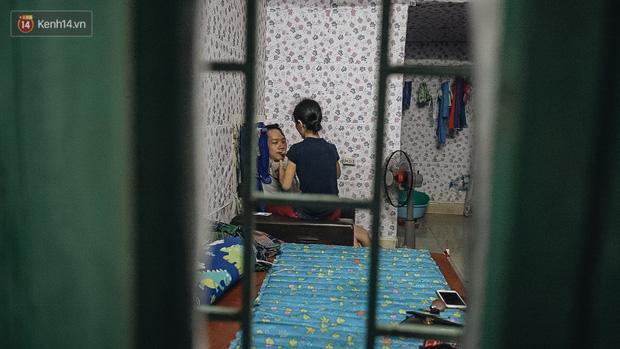 Xúc động người vợ 10 năm chăm chồng bị liệt toàn thân ở Hà Nội: Nếu không có anh, tôi không sống nổi - Ảnh 6.