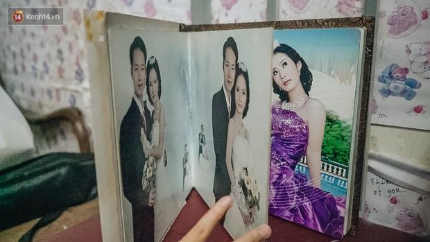 Xúc động người vợ 10 năm chăm chồng bị liệt toàn thân ở Hà Nội: Nếu không có anh, tôi không sống nổi - Ảnh 1.