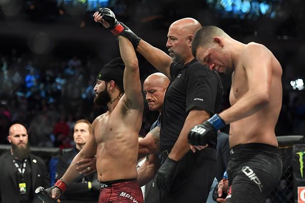 Làng thể thao đổ dồn về trận đấu tranh xem ai là võ sĩ ngầu nhất thế giới nhưng cuộc đấu lại kết thúc theo cách cực bất ngờ khiến nhiều fan la ó - Ảnh 8.