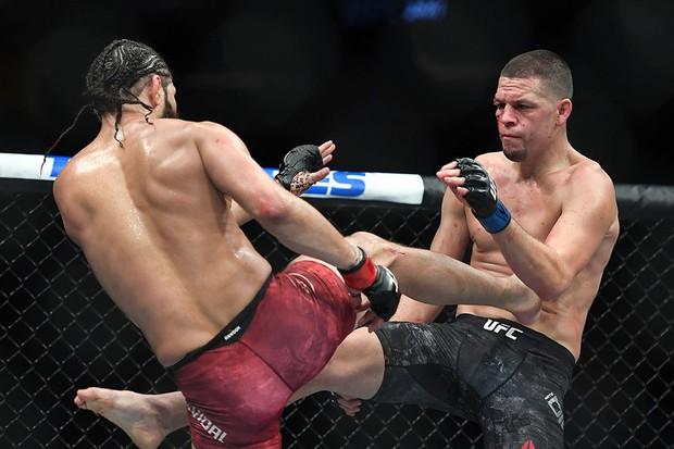 Làng thể thao đổ dồn về trận đấu tranh xem ai là võ sĩ ngầu nhất thế giới nhưng cuộc đấu lại kết thúc theo cách cực bất ngờ khiến nhiều fan la ó - Ảnh 4.