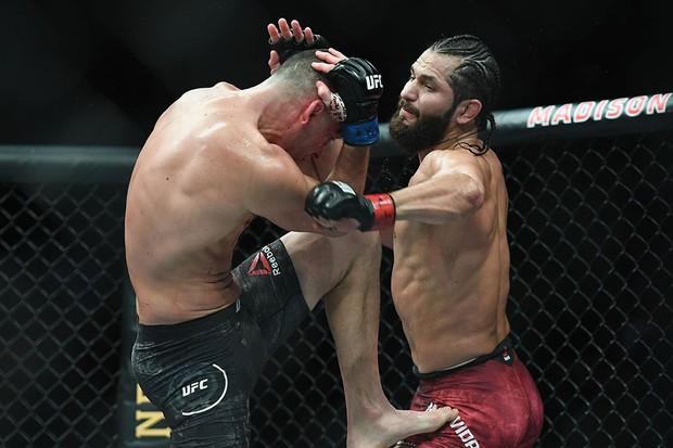 Làng thể thao đổ dồn về trận đấu tranh xem ai là võ sĩ ngầu nhất thế giới nhưng cuộc đấu lại kết thúc theo cách cực bất ngờ khiến nhiều fan la ó - Ảnh 5.