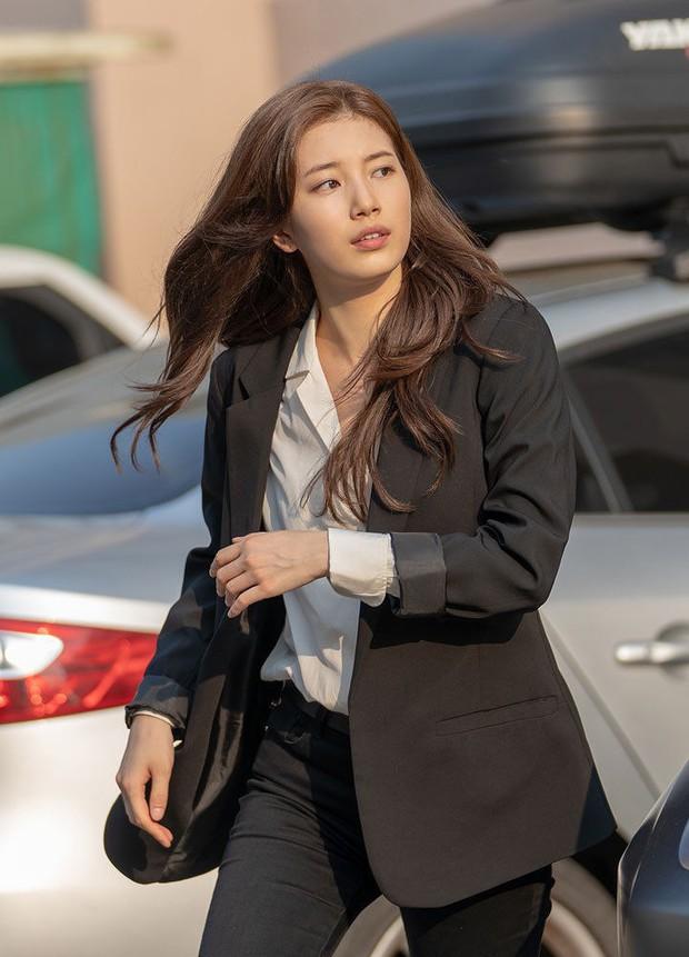 Đặc sản thời trang trong phim Hàn mùa Thu/Đông: Muôn cách diện áo blazer chỉ đẹp và sành điệu trở lên - Ảnh 1.