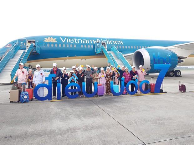 Đề xuất xin máy bay bỏ hoang 12 năm ở Nội Bài bị từ chối, các cụ ở viện dưỡng lão vẫn có được chuyến bay đặc biệt nhất đời mình - Ảnh 1.