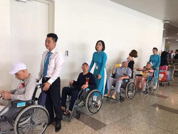 Đề xuất xin máy bay bỏ hoang 12 năm ở Nội Bài bị từ chối, các cụ ở viện dưỡng lão vẫn có được chuyến bay đặc biệt nhất đời mình - Ảnh 2.