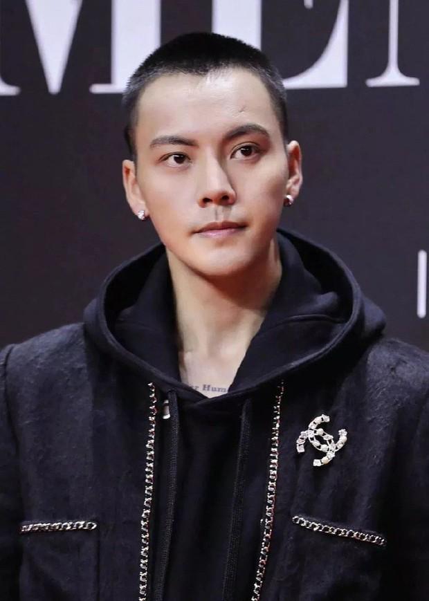 Ngỡ ngàng mỹ nam Cbiz khi cạo đầu: Người gây bão Weibo vì cực soái, kẻ mất mái tóc lãng tử vì... thua cược với fan - Ảnh 12.