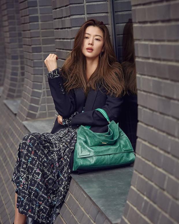 4 người mẫu châu Á lên đời khi đóng phim: Số 1 là phi công trẻ của Hương Giang - Ảnh 10.